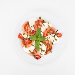 Белени домати  с моцарела и песто Дженовезе