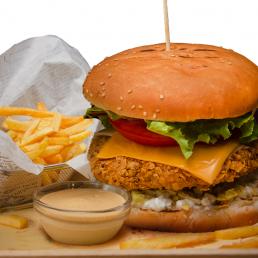 Пилешки чийз бургер + Хайнекен кен 0% 0.330мл.